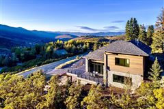 Mansions in  stunning new home close to town and skiing