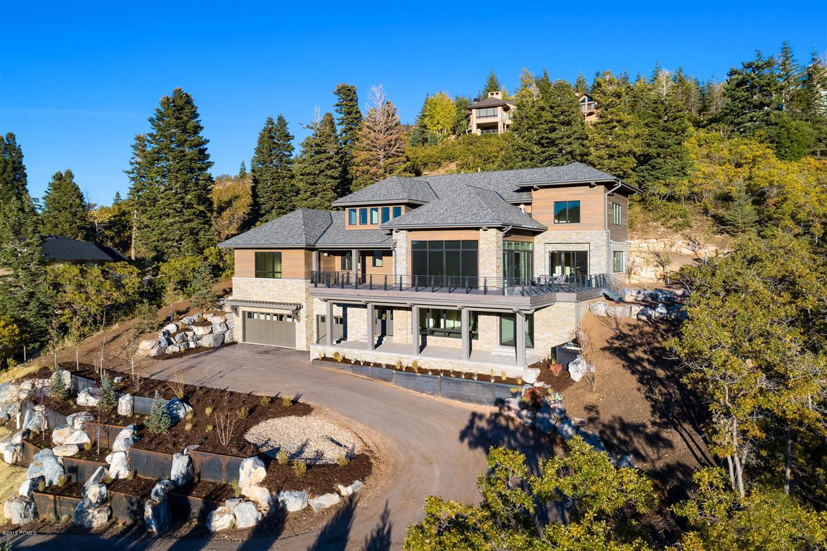 stunning new home close to town and skiing mansions