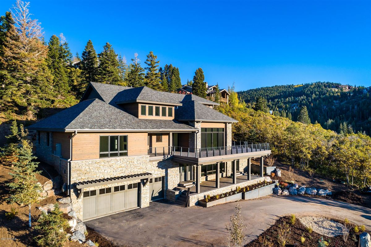Luxury homes in  stunning new home close to town and skiing