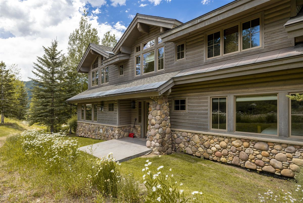 Unbeatable ski-in-ski-out access to Deer Valley luxury homes