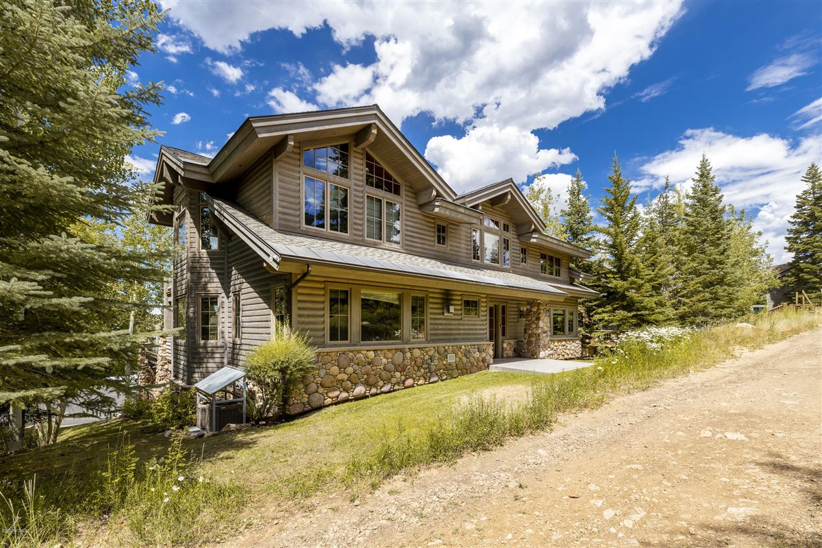 Luxury real estate Unbeatable ski-in-ski-out access to Deer Valley