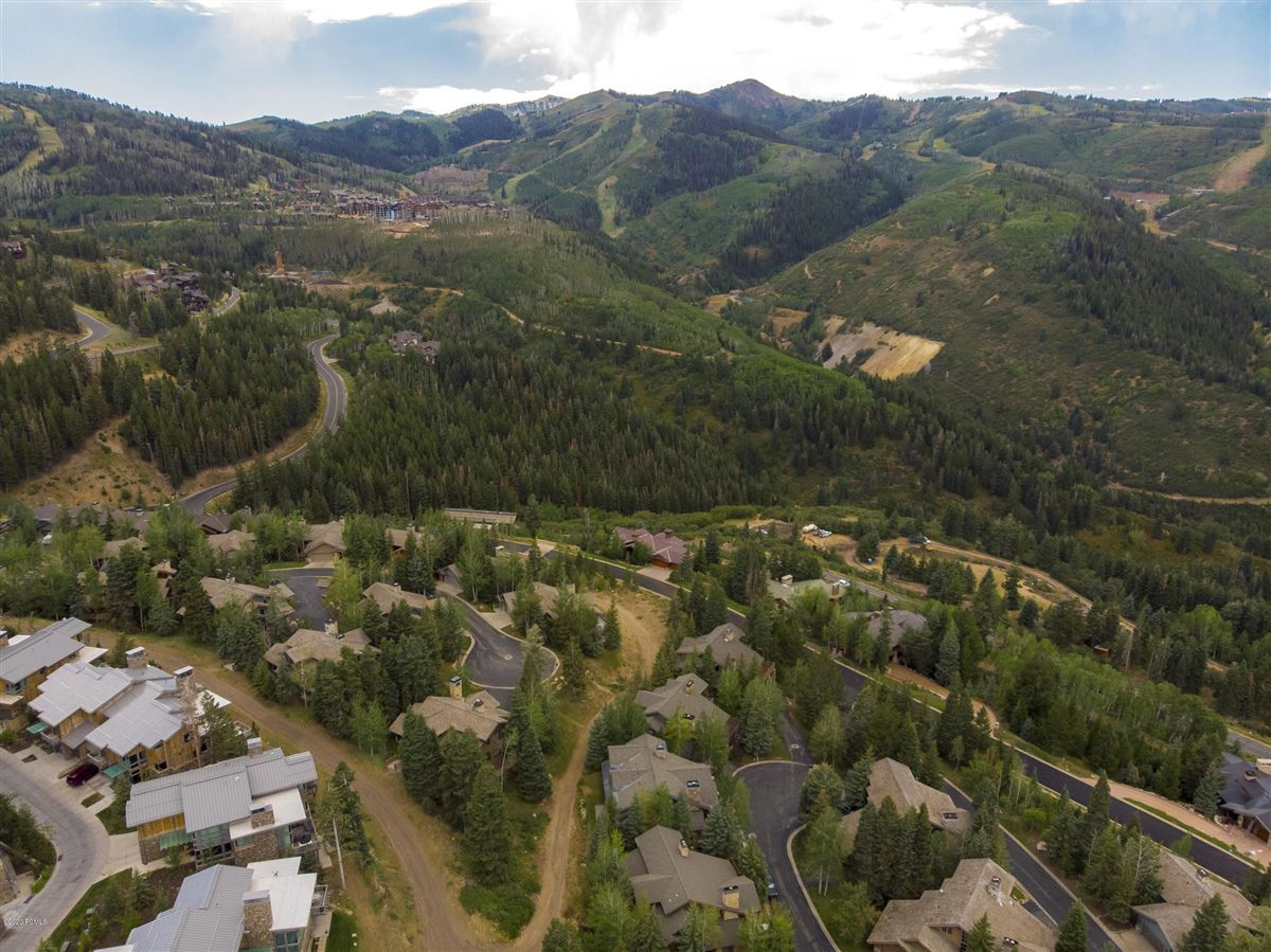 Mansions in Unbeatable ski-in-ski-out access to Deer Valley