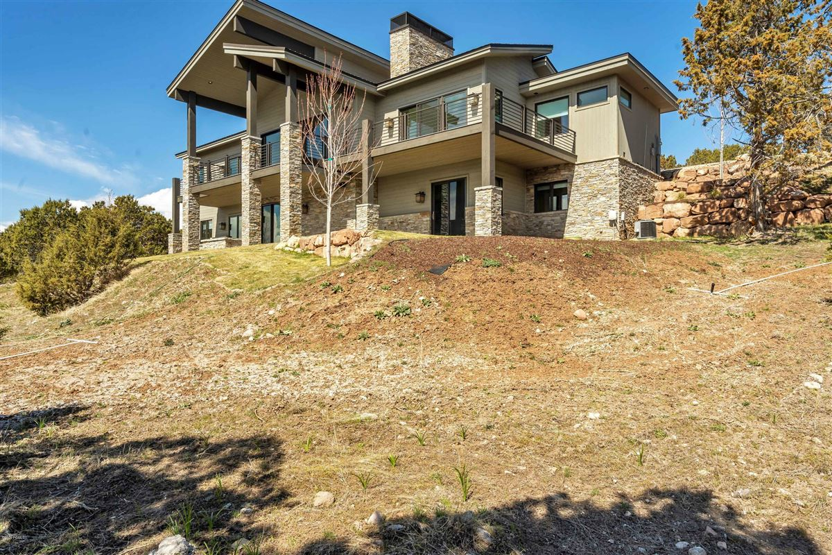 Luxury homes Luxurious executive home located in the golf/tennis community of Red Ledges.