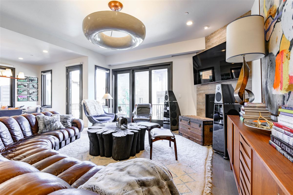 Luxury properties A sophisticated contemporary home