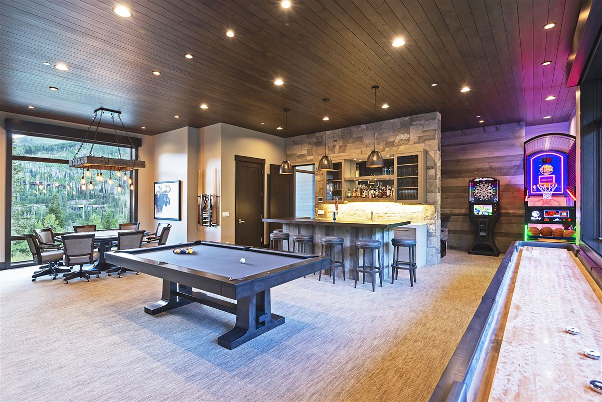 Mansions Stunning and Serene Ski-in ski-out home in Park City
