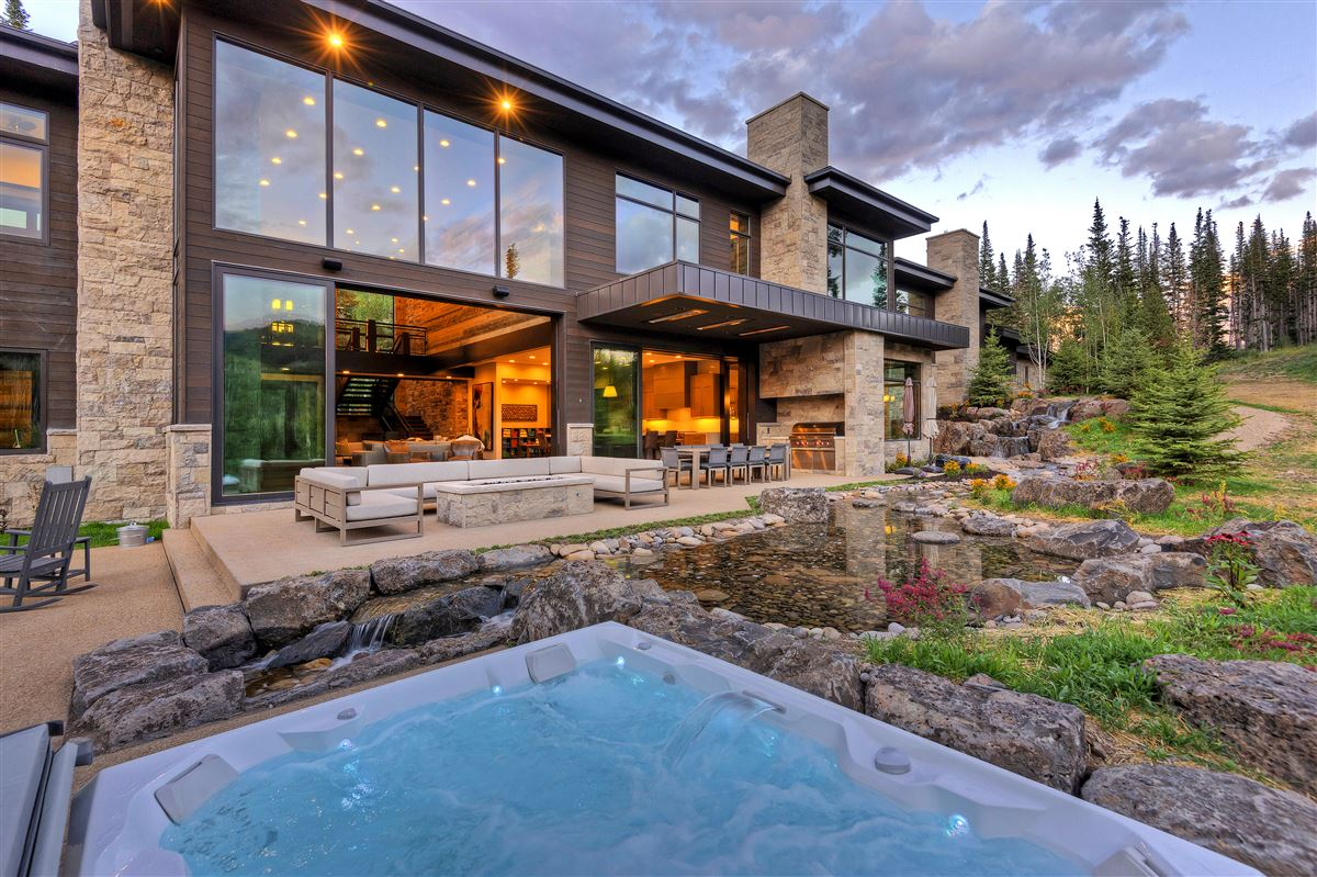 Stunning and Serene Ski-in ski-out home in Park City mansions