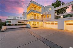 Luxury homes Spectacular classic contemporary