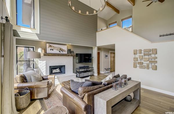 Luxury real estate contemporary Pinebrook residence