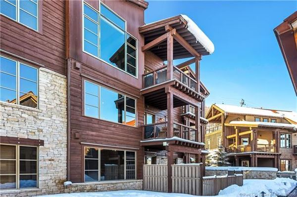 Mansions in Ski In Ski Out Resort Penthouse