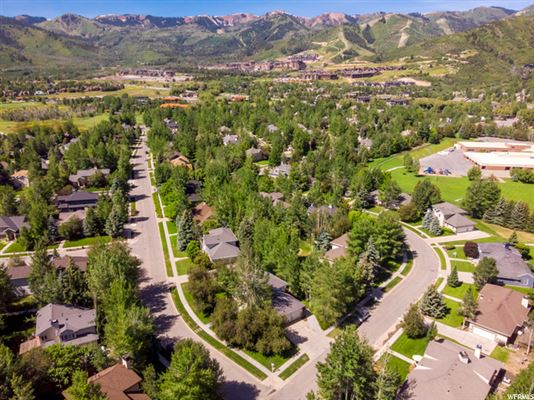 Magnificent Outdoor Living Mountain Home with Tranquil Seasonal Stream luxury properties