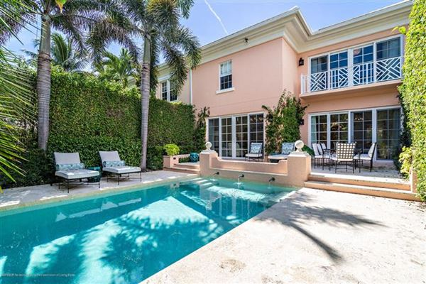 Luxury homes Best in-town Palm Beach location