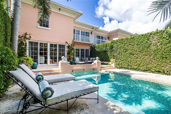 Best in-town Palm Beach location luxury homes