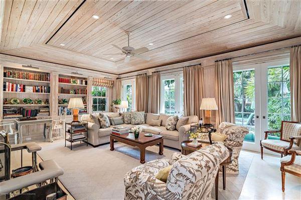 Luxury homes Bermuda style home on Everglades Island