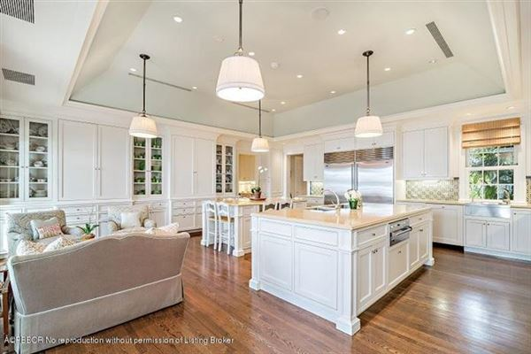 Luxury real estate Bermuda style home on Everglades Island