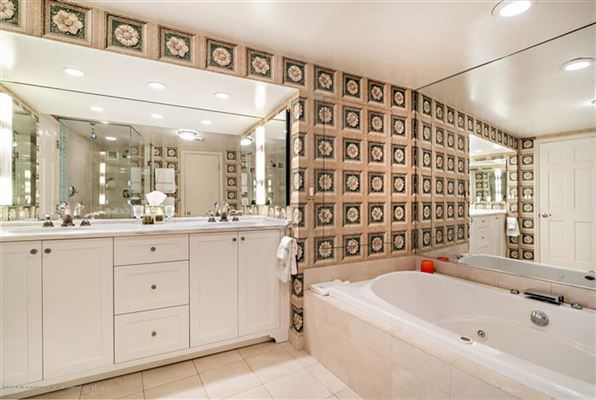 Luxury homes renovated direct lakefront apartment