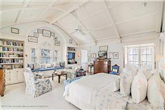 Luxury homes impressive lakefront estate