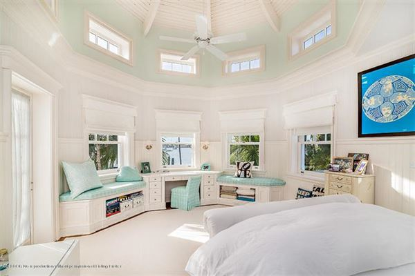 impressive lakefront estate luxury homes