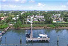 Mansions impressive lakefront estate
