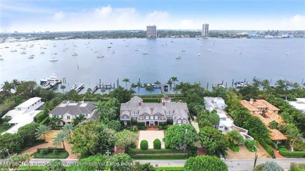 Luxury homes in impressive lakefront estate
