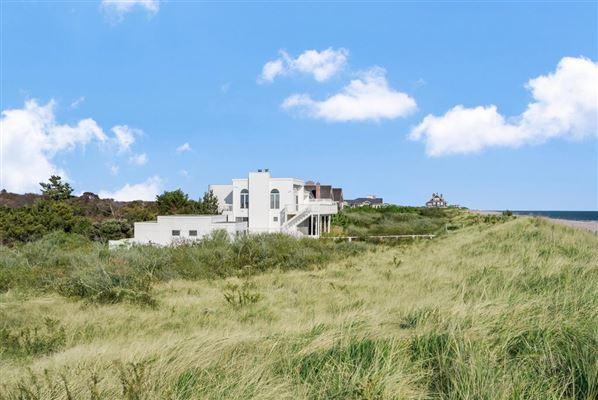 Luxury homes dramatic seaside location