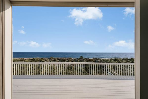 Luxury real estate dramatic seaside location
