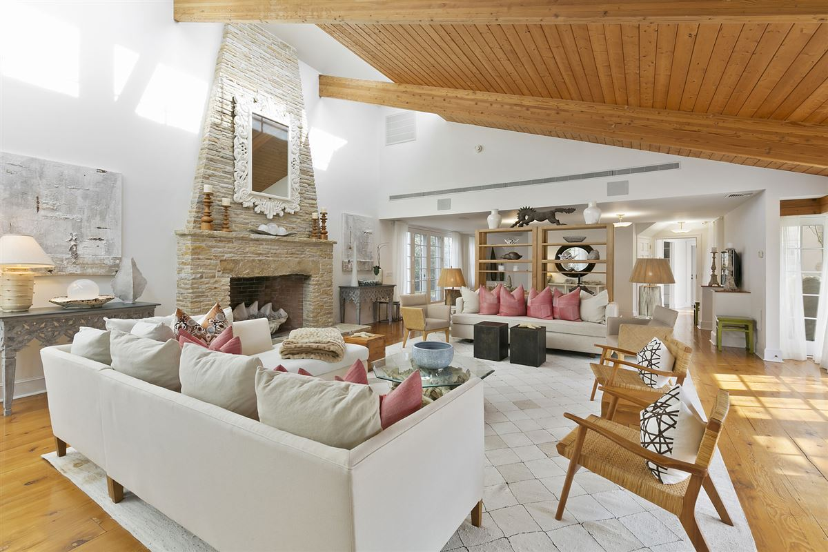 a dramatic yet peaceful setting luxury homes
