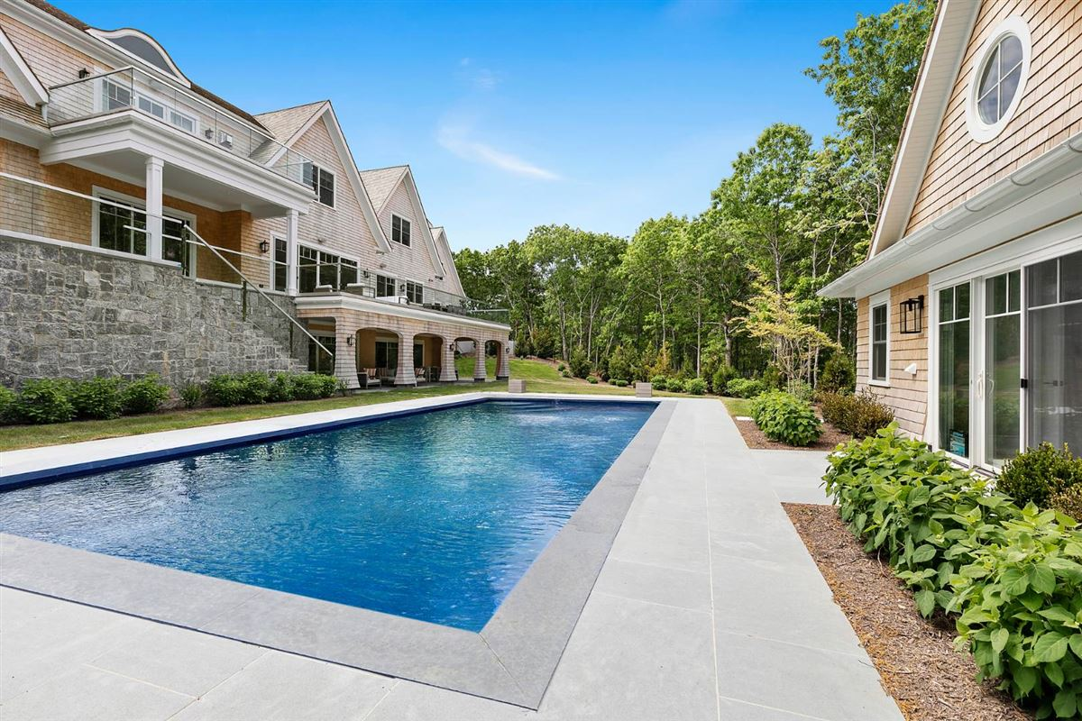 Luxury homes spectacular modern-traditional home