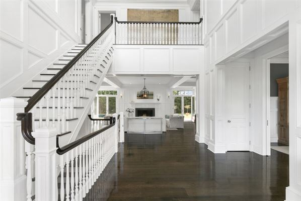 Luxury real estate Grand custom traditional in Sagaponack