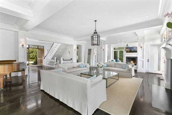 Grand custom traditional in Sagaponack luxury real estate