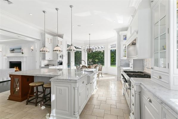 Grand custom traditional in Sagaponack mansions