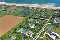 Luxury real estate well-appointed Sagaponack South estate
