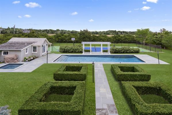 well-appointed Sagaponack South estate luxury homes