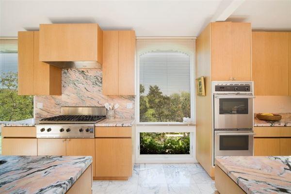 Luxury real estate Extraordinary oceanfront property in Montauk