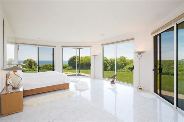 Mansions Extraordinary oceanfront property in Montauk