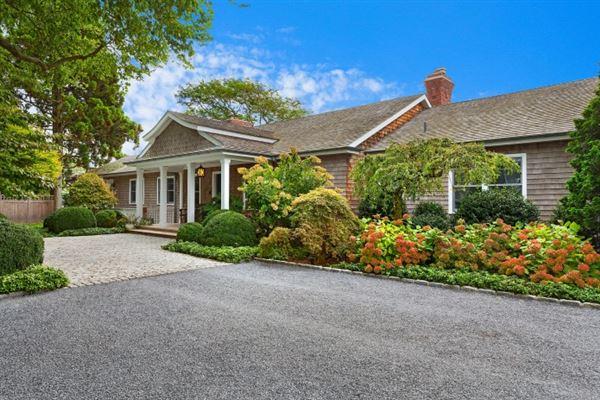 Luxury homes Elegant East Hampton Compound