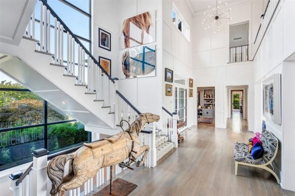 Mansions  ESTATE ON PRESTIGIOUS MEADOWLARK LANE