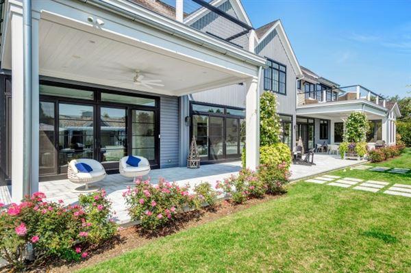 Luxury homes  ESTATE ON PRESTIGIOUS MEADOWLARK LANE