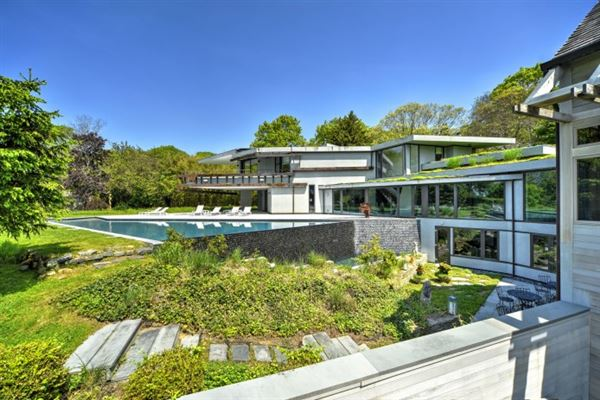 Mansions modern compound in wainscott