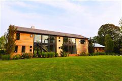 Luxury properties A modern barn residence in sagaponack