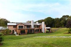 Mansions A modern barn residence in sagaponack