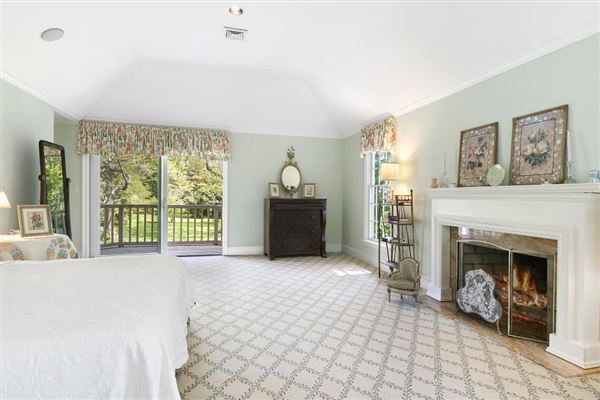 Luxury homes in this truly lovely home is in a peaceful setting