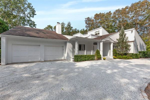 Luxury homes pristine Post Modern home situated in a lovely cul-de-sac