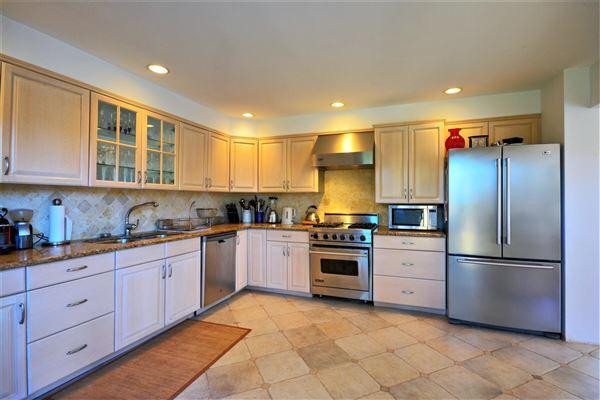 Luxury homes a Private Southampton property