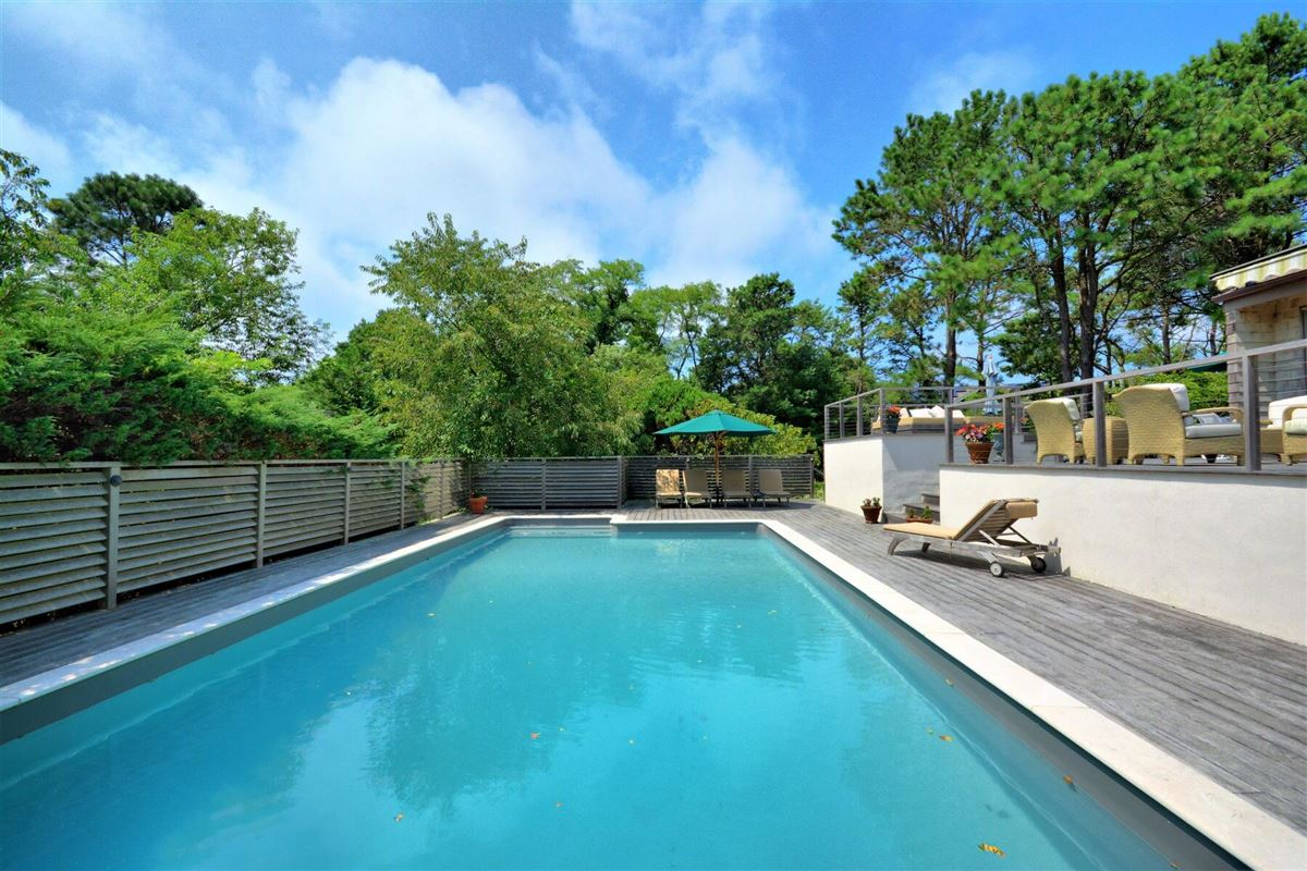 Luxury homes in a Private Southampton property