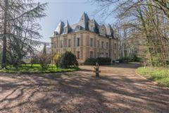 Château Napoleon III style fully restored mansions