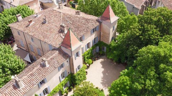 Luxury properties 16th century Noble Property