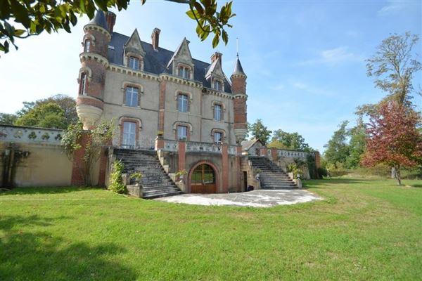 1850s Chateau luxury properties