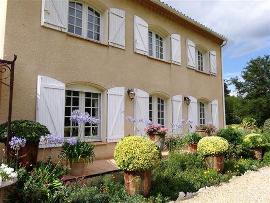 unique environment luxury homes