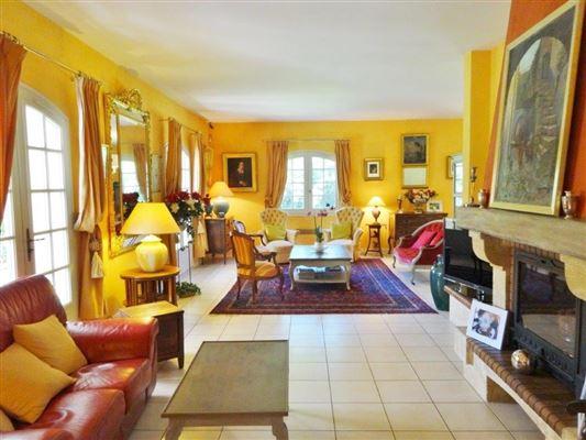 unique environment luxury real estate