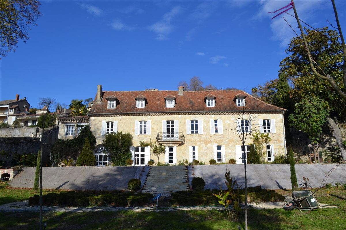 Mansions in 18TH-C LISTED MANSION - OUTBUILDINGS, POOL